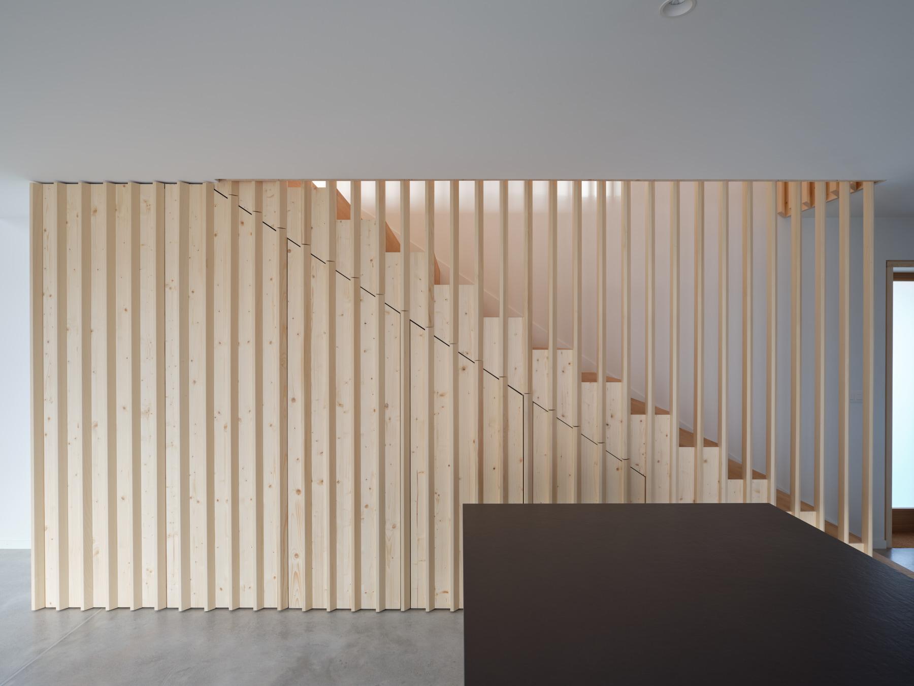Maison R - escalier en bois - shape architecture